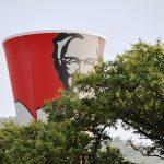 Czy warto pracować w KFC? – praca, zarobki, opinie