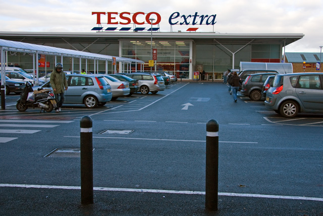 """Tesco Extra, Colney Hatch. - geograph.org.uk - 1070501"" by Martin Addison. Licensed under CC BY-SA 2.0 via Wikimedia Commons - https://commons.wikimedia.org/wiki/File:Tesco_Extra,_Colney_Hatch._-_geograph.org.uk_-_1070501.jpg#/media/File:Tesco_Extra,_Colney_Hatch._-_geograph.org.uk_-_1070501.jpg"