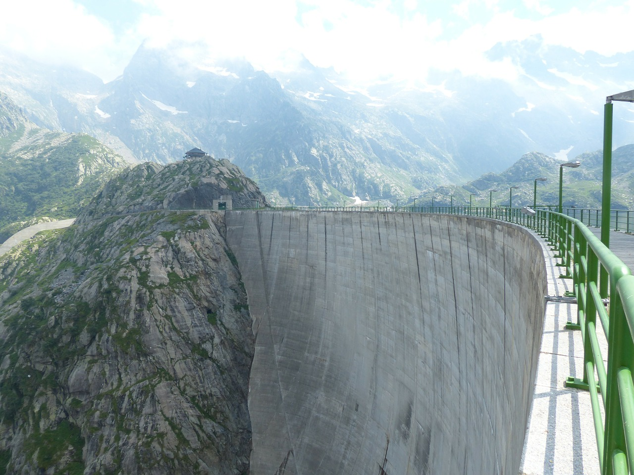 dam-176834_1280