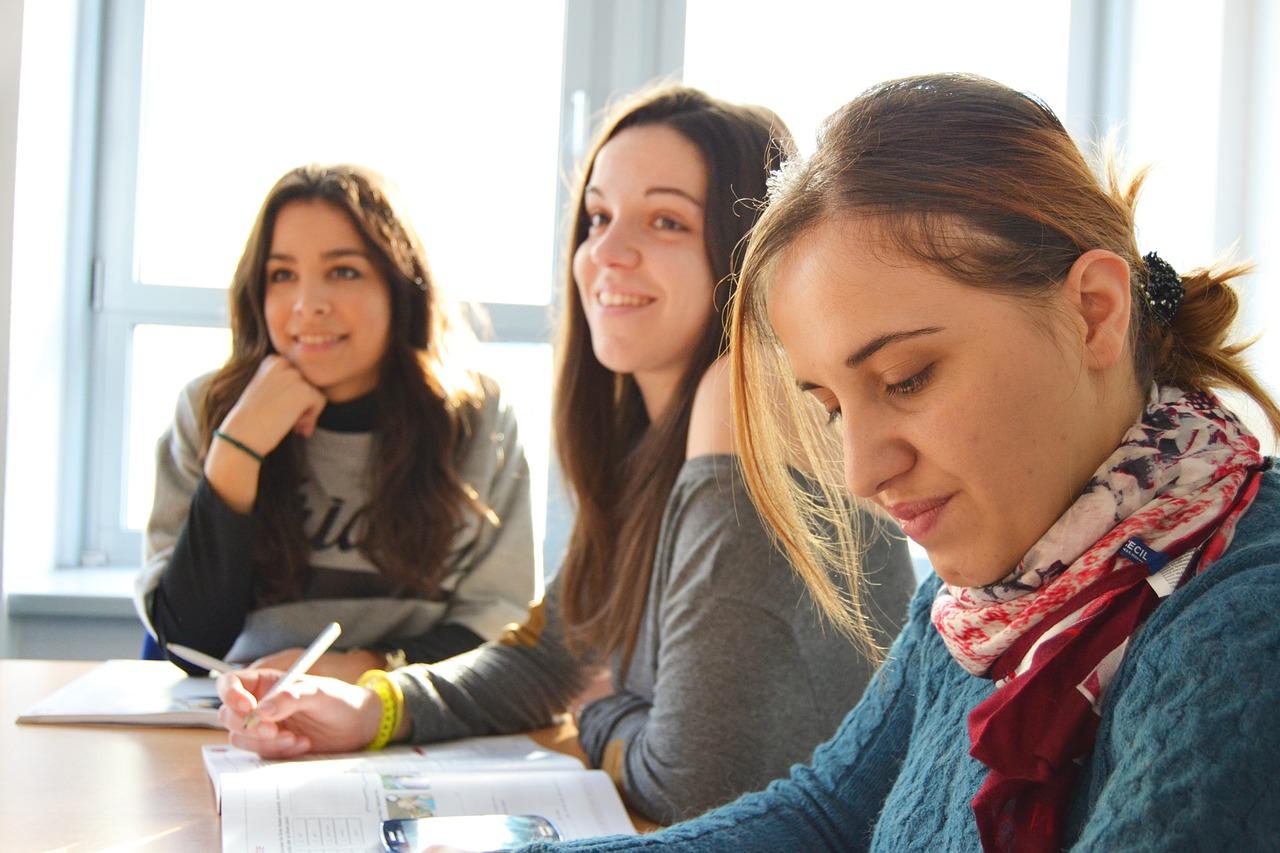 jak otworzyć szkołę językową